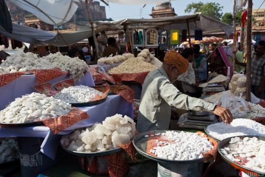 n115/rajasthan.jodhpur.marche.sardar.3.jpg