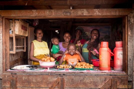 n668/Madagascar.marches.legumes.viandes.rhum.15.jpg