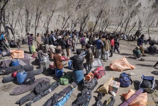 n742/Porteurs.Nepal.Pakistan.Shimshal.Hsipar.Snow.lake.4.jpg