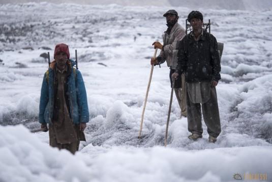 n742/Porteurs.Nepal.Pakistan.Shimshal.Hsipar.Snow.lake.5.jpg