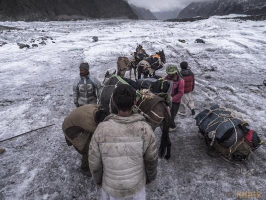 n742/Porteurs.Nepal.Pakistan.Shimshal.Hsipar.Snow.lake.8.jpg