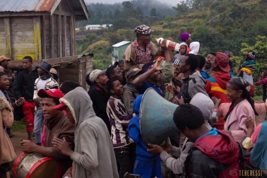 n800/Sakaleona.Madagascar.trek.musique.3.jpg