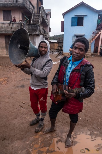 n800/Sakaleona.Madagascar.trek.musique.4.jpg