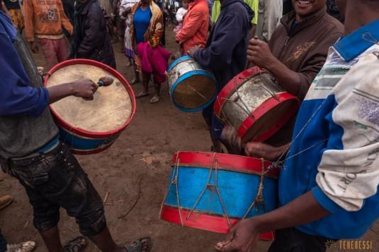 n800/Sakaleona.Madagascar.trek.musique.5.jpg