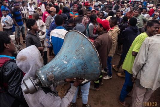 n800/Sakaleona.Madagascar.trek.musique.6.jpg
