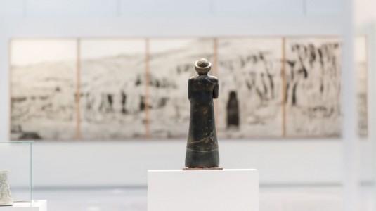 n920/Bouddhas.geants.de.Bamiyan.a.La.falaise.et.la.grotte.de.Pascal.Convert.au.Louvre.Lens.1.jpg