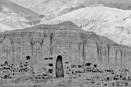 n920/extrait.panoramique.de.la.falaise.de.bamiyan.1.c.courtesy.pascal.convert.galerie.eric.dupont.0.jpg